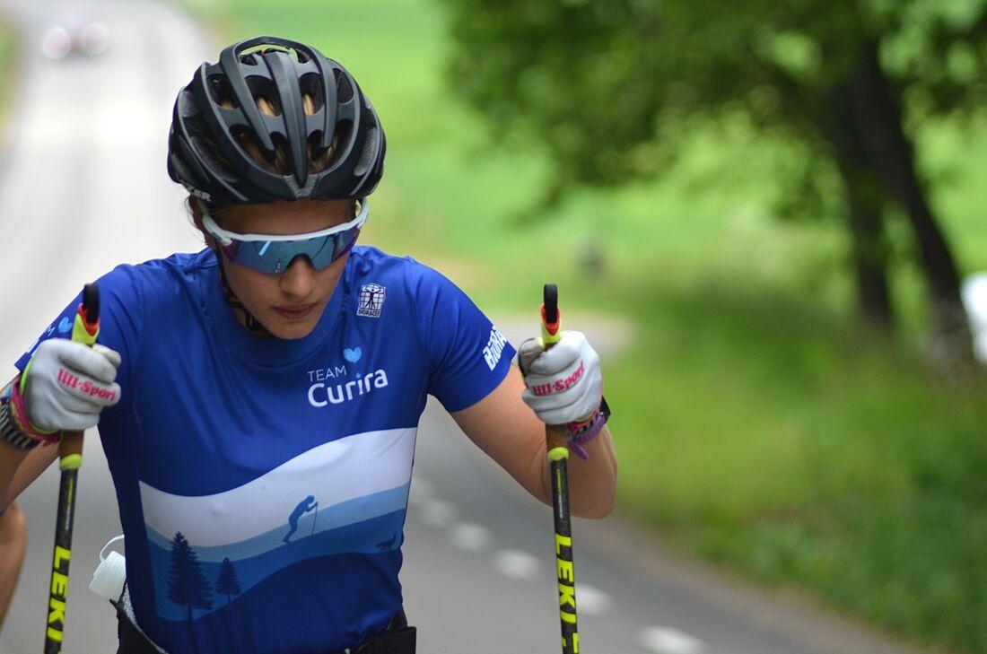 Hanna Lodin har gjort en rekordsnabb konvertering från fotbollsspelare till långloppsåkare. Nu satsar hon hårt på Visma Ski Classics Pro Tour i svenska långloppslaget Team Curira. FOTO: Johan Trygg/Längd.se.