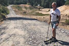 """Lasse """"Blixten"""" Jonsson är glad att alla skidåkare i Hudiksvallstrakten till hösten kan träna på en ny fin rullskidbana. Nu pågår arbetet med banan som planeras stå klar i oktober. FOTO: Privat."""