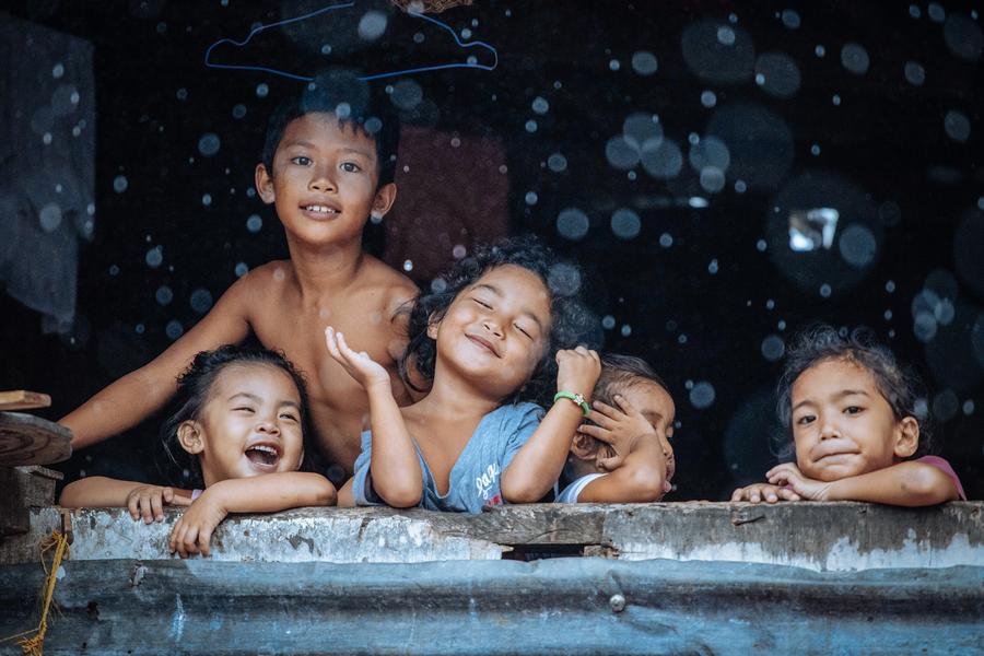 Rainy-Season-by-Hartmut-Schwarzbach-CEWE-Photo-Award-Category-winner-People