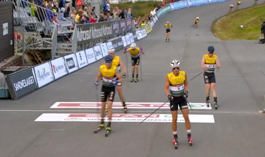 William Poromaa, till vänster, i mål som fyra och Jens Burman, i vit hjälm, som sjua. FOTO: från NRK:s sändning.