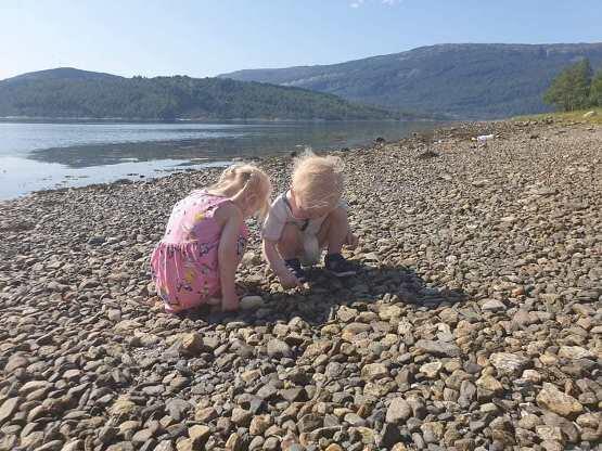 Utforsking av stein på Helland juli 2021