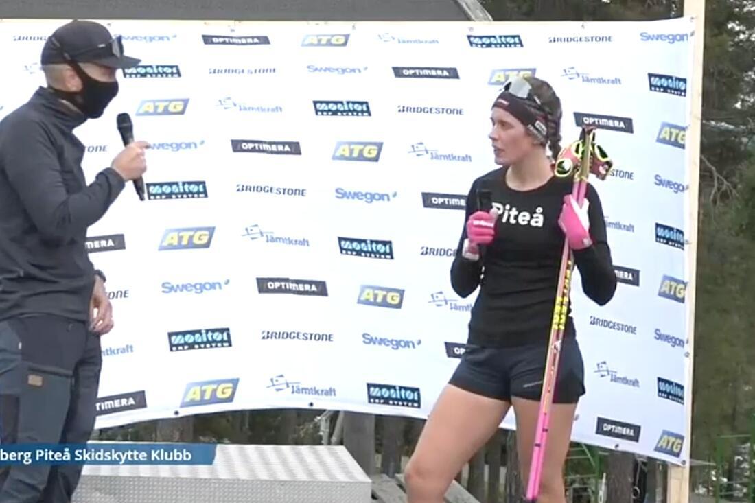 Elvira Öberg intervjuas efter segern på fredagens rullskidtävling i Sollefteå. FOTO: Från Expressens sändning.