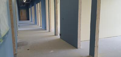 Korridor og lærerarbeidsplasser, u-skolen_400x189.jpg