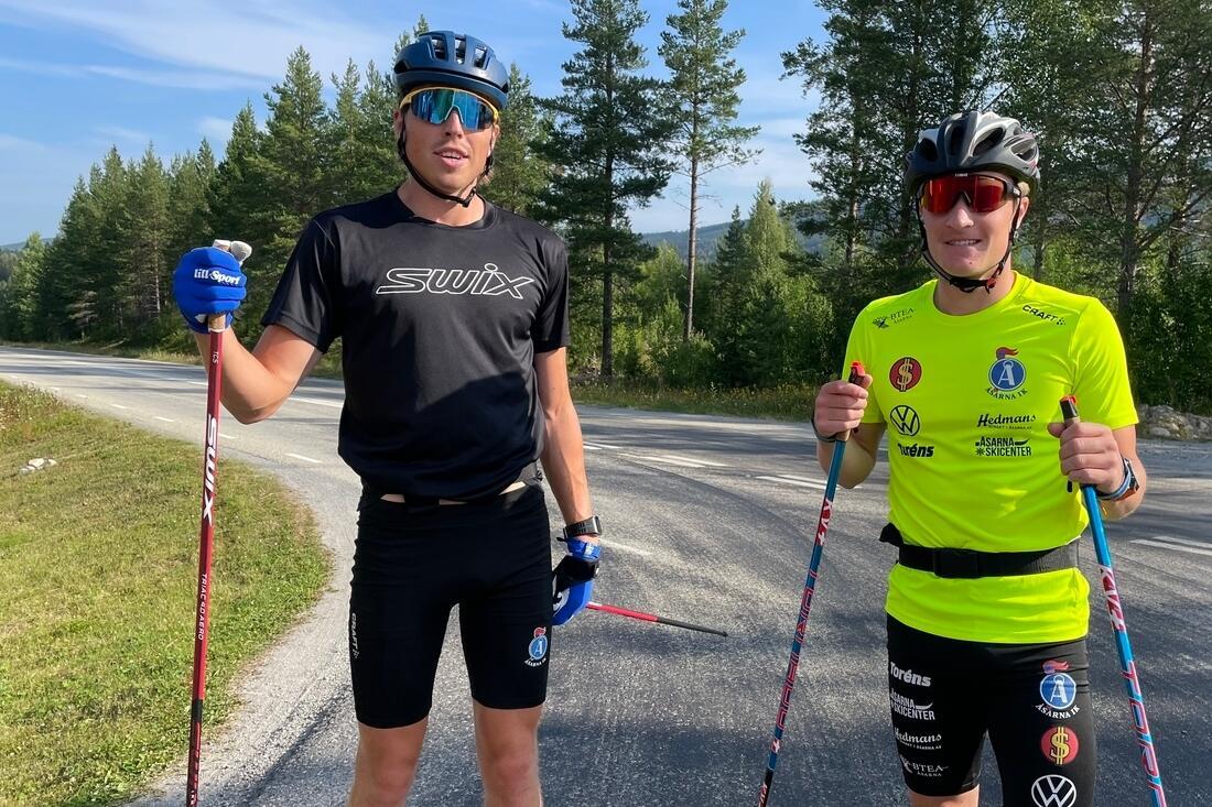 William Poromaa tippar sig själv som segrare på eftermiddagens 15 kilometer i Trollhättan. Jens Burman missar dessvärre loppet. FOTO: Anton Karlsson/Längd.se.