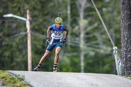 Junioren Erik Larsson, Mora Biathlonklubb, var snabb på rullskidorna under sprinten på SM i rullskidskytte häromveckan. FOTO: Per Danielsson/Projekt.P.