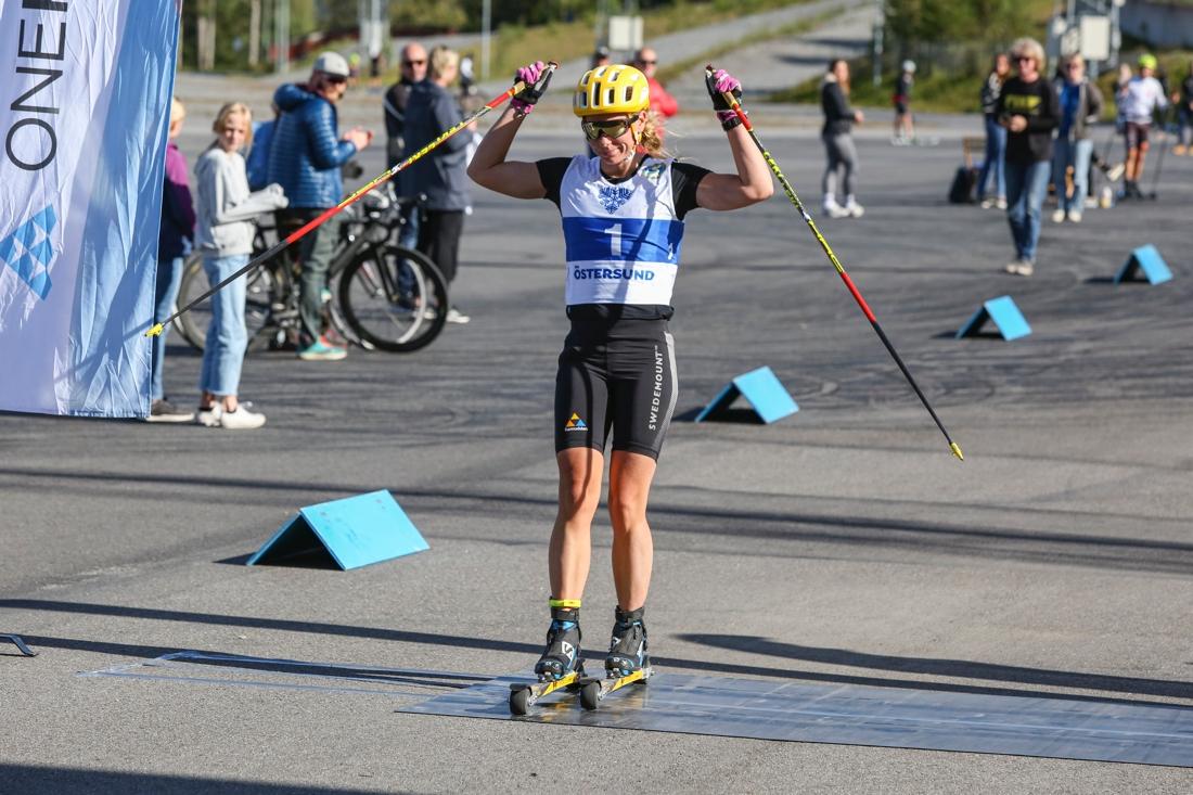 Lina Korsgren i mål som överlägsen segraren. FOTO: Östersunds SK.