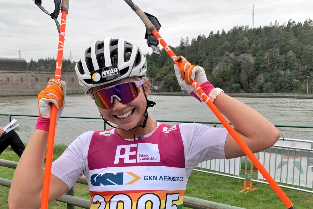 Emma Ribom tog sin fjärde raka seger på rullskidor när hon vann en sprint i franska Annecy i går. FOTO: Johan Trygg/Längd.se.