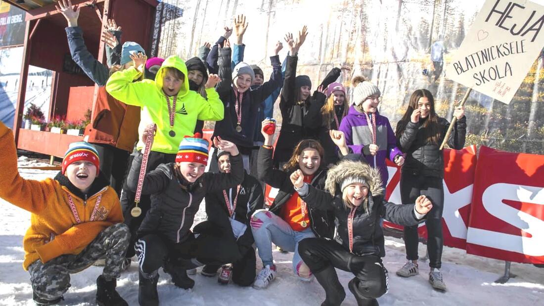 Glada barn från Blattnicksele skola som är en tidigare vinnare av Vasaloppets skolutmaning. FOTO: Vasaloppet.