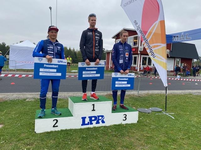 Herrpallen med fr.v Jonathan Hedbys, Simon Andersson och Pontus Nordström. FOTO: Storvreta IK.