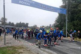 Många och glada ungdomar under invigningen av den nya multibanan vid LPR Arena i Storvreta i går. FOTO: Storvreta IK.