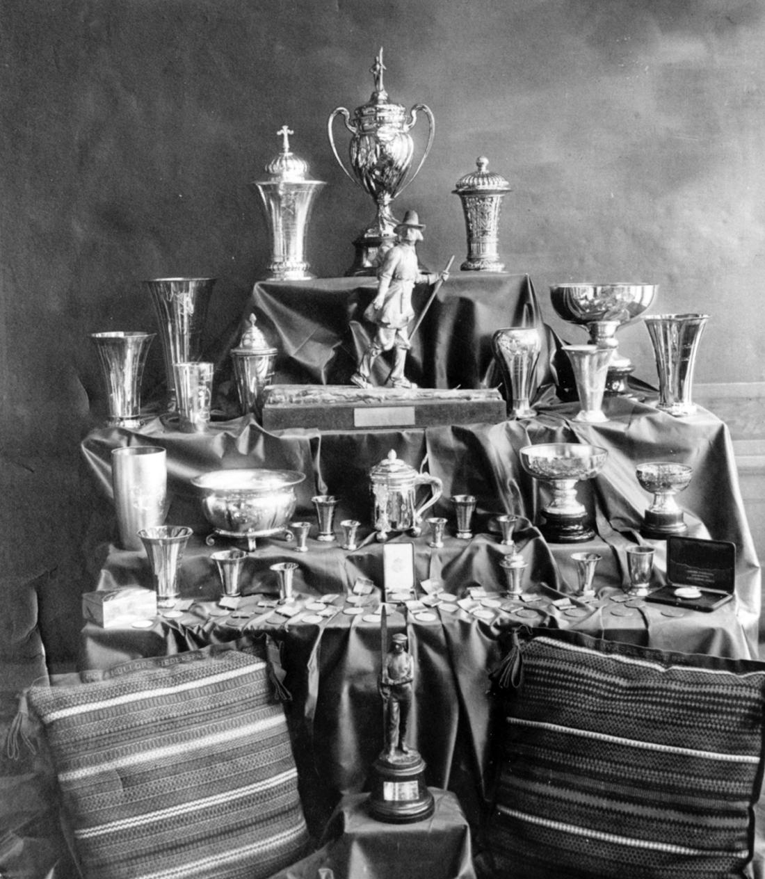 Vasaloppets prisbord 1922 med Vårt Hems vandringspris i mitten.