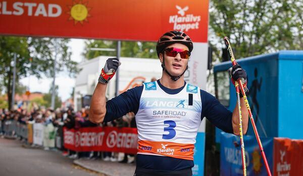 Max Novak i mål som suverän segrare av Klarälvsloppet. FOTO: Tony Welam/Klarälvsloppet.