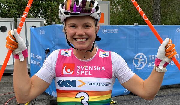 Emma Ribom har imponerat på rullskidor i sommar. Nu är planen att ha överskott på energi i kroppen när tävlingarna på snö börjar om två månader. FOTO: Johan Trygg/Längd.se.