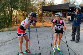 Tvåan Astrid Öyre Slind och vinnaren Therese Johaug direkt efter målgång på Ragde Charge opp Tryvann. FOTO: Öyvind Moen Fjeld.