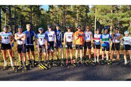 Många vassa skidåkare var på plats när nya Multibanan i Hudiksvall invigdes i lördags. FOTO: Hudiksvalls IF.