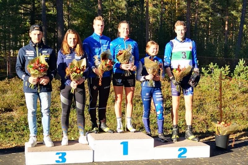 Malte Stefansson, Johanna Skottheim, Gustav Eriksson, Anna Dyvik, Tove Eriksson och Fredrik Jonsson efter mixstafetten. FOTO: Hudiksvalls IF.