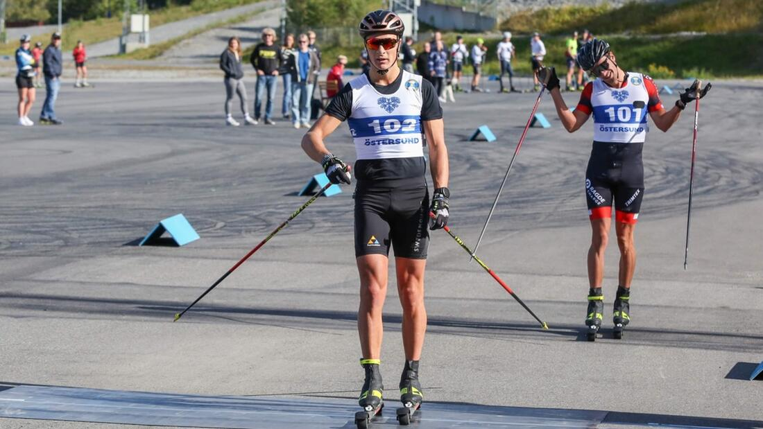 Under lördagen är Max Novak gäst i Visma Ski Classics podcast Orsa2Levi. Bilden från Novaks seger närmast före Oskar Kardin vid OnePartnerGroup-loppet i Östersund. FOTO: OnePartnerGroup-loppet.