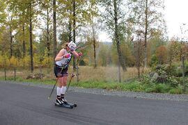 Olivia Hansson på väg mot seger Lövhult Rollerski Marathon. FOTO: Nässjö Ski.