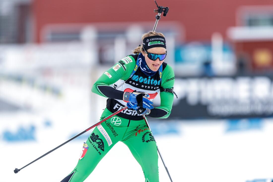 Stina Nilsson gör en tidig formtest när det blir skidskyttetävlingar under Mora Ski Festival den 9 oktober. FOTO: Per Danielsson/Projekt P.