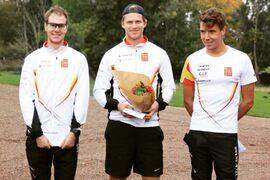 Topptrion på Åsaracet. Fr.v, trean Johannes Andersson, ettan Viktor Asking och tvåan Rickard Bergengren. FOTO: Oskar Henriksson.