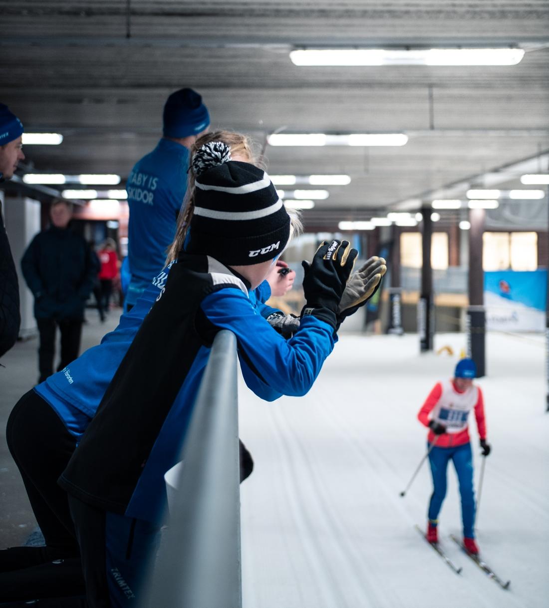 Skidome lockar skidåkare i alla åldrar. FOTO: Relai Studios för Skidome.