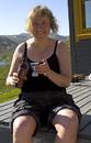 Bølemarsj 2007 - Eva byr på velkomstdrikke