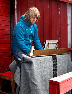 Organist Georg spilte på sitt bærbare orgel