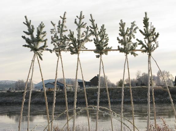 Karasjok, treskulptur,kunstverk ved elva