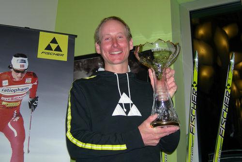 """LUKAS BAUER med priset som """"Årets skidkung 2008"""". Foto: KJELL-ERIK KRISTIANSEN"""